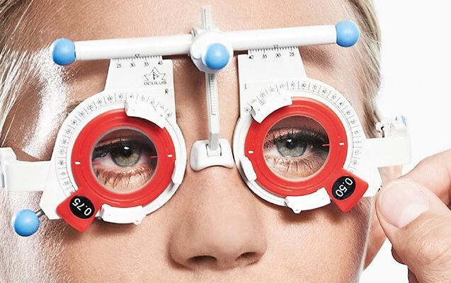 Refraktionsmessbrille zur optometrischen Untersuchung