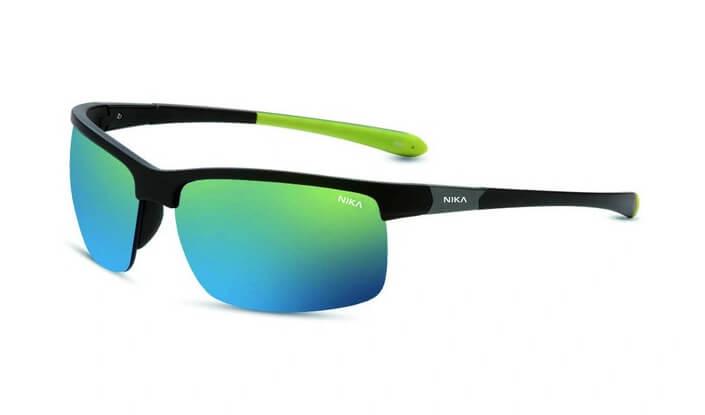 Sportbrille mit blau-grünen Gläsern