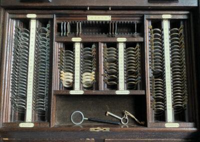 Antiker Messgläserkasten von 1929